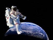 Astronaute, promenade d'espace extra-atmosphérique, la terre Photos libres de droits