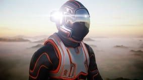 Astronautet går på den främmande planeten Marsinvånaren fördärvar på Science fictionbegrepp framförande 3d Arkivfoto