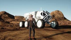 Astronautet går på den främmande planeten Marsinvånaren fördärvar på Science fictionbegrepp framförande 3d Royaltyfri Fotografi