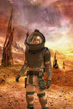 Astronautsoldat på den främmande planeten Royaltyfri Bild