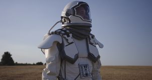 Astronauty otwarcia hełm na Mars zbiory wideo
