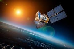 Astronautyczna satelita nad planety ziemią Fotografia Royalty Free