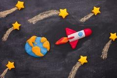 Astronautycznej rakiety latanie Przez shooting stars zdjęcia stock