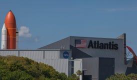Astronautyczny wahadłowiec Atlantis przy NASA centrum lotów kosmicznych imienia johna f. kennedyego Zdjęcie Royalty Free