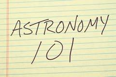 Astronomia 101 Na Żółtym Legalnym ochraniaczu Zdjęcia Stock
