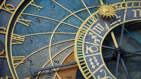 Astronomiczny Zegarowy wierza szczegół w Starym miasteczku Praga, republika czech Astronomiczny zegar tworzył w 1410 zegarmistrze Zdjęcia Royalty Free