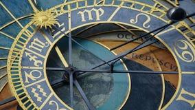 Astronomiczny Zegarowy wierza szczegół w Starym miasteczku Praga, republika czech Astronomiczny zegar tworzył w 1410 zegarmistrze Zdjęcie Royalty Free