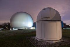astronomisch waarnemingscentrum Bochum Duitsland bij nacht Royalty-vrije Stock Foto's