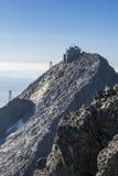 Astronomisch waarnemingscentrum op top van Lomnica in Slowakije Royalty-vrije Stock Foto's