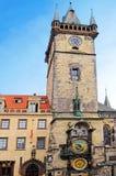 Astronomische klok bij het Oude Stadsvierkant in Praag stock afbeeldingen