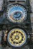 Astronomische klok in de oude stad vierkante Praha, Tsjechische Republiek stock foto