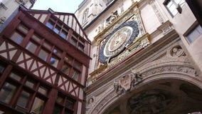 Astronomische klok in Rouen, Normandië Frankrijk, PAN stock videobeelden