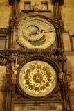 Astronomische Uhr nachts Lizenzfreie Stockfotografie
