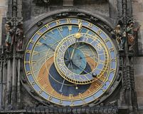 Astronomische Uhr Prags im Ziffernblatt dort sind auch das z Lizenzfreie Stockbilder