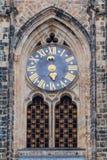Astronomische Uhr und Tor der gotischen Kathedrale der Heiliger Vitus, Prag-Schloss, Tschechische Republik Europa Stockbild