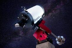Astronomisches Beobachtungsgremiumteleskop stars Nacht lizenzfreie stockfotografie