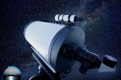 Astronomisches Beobachtungsgremiumteleskop stars Nacht Lizenzfreie Stockbilder