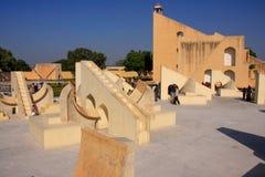 Astronomisches Observatorium Jantar Mantar in Jaipur, Rajasthan, Ind Lizenzfreie Stockfotos