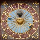 Astronomisk klocka av det Wroclaw stadshuset Royaltyfri Foto
