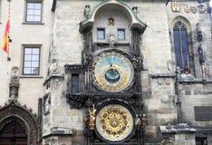 Astronomisk klocka på den gamla stadfyrkanten, Prague, Tjeckien Arkivfoton