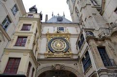 Astronomisk klocka på Rue du Gros Horloge (1389) Fotografering för Bildbyråer