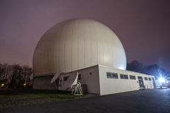 astronomisk observatorium bochum Tyskland på natten Arkivfoto