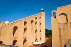 Astronomiskt instrument på den Jantar Mantar observatoriet, Jaipur, rommar Royaltyfria Foton