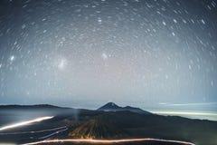 Astrophoto gwiazdy ślada przy wulkanem Mt Bromo Wschodni Jawa, Indonezja obraz royalty free