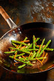 Astuces et carottes cuites fraîches saines d'asperge Image libre de droits