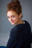 Astucia de la muchacha del pelo del jengibre del retrato Fotografía de archivo libre de regalías