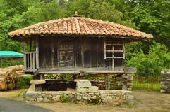 Asturian Horreos на трассе Camin Encantau в совете Llanes Природа, перемещение, ландшафты, леса, фантазия стоковое изображение rf