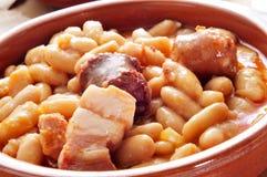 Asturiana Fabada, χαρακτηριστικό ισπανικό stew φασολιών στοκ εικόνα με δικαίωμα ελεύθερης χρήσης