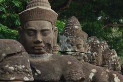 Asuras und Devatas auf der Naga-Brücke nach Angkor Thom Lizenzfreie Stockbilder