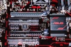 Asus heatsink σε ένα asus πρωταρχικά 350 συν το mainboard Στοκ Φωτογραφίες