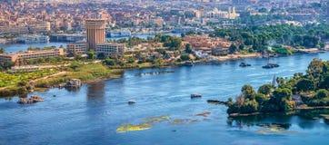 16/11/2018 Aswan, Αίγυπτος, άποψη του πανοράματος της πόλης από το βουνό της δυτικής ακτής του Νείλου στοκ φωτογραφίες με δικαίωμα ελεύθερης χρήσης