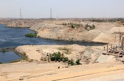 Aswan fördämning Den höga fördämningen Aswan Egypten arkivbilder