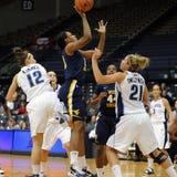 Asya Bussie - WVU Dame-Basketball Stockbilder