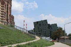 Asymetrische grüne Häuser lizenzfreies stockfoto