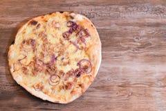 Atún del extremo de la cebolla de la pizza Imagen de archivo libre de regalías