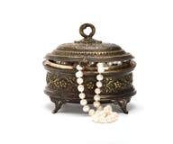 Ataúd con las gotas de la perla Imágenes de archivo libres de regalías