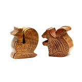 Ataúd de madera bajo la forma de animales Imagen de archivo