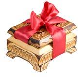 Ataúd de madera del regalo con el arqueamiento Imagen de archivo libre de regalías