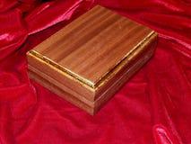 Ataúdes hechos a mano de madera sólida de la nuez Fotos de archivo