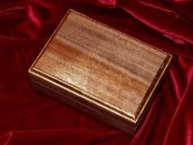 Ataúdes hechos a mano de madera sólida de la nuez Imagen de archivo