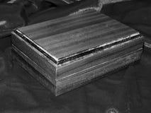 Ataúdes hechos a mano de madera sólida de la nuez Foto de archivo