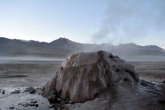 Atacama öken - geyser i El Tatio i Chile Arkivbild