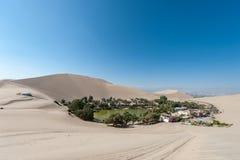 Atacama öken, oas av Huacachina, Peru royaltyfri foto