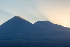 Atacama-Wüste, Berge, Sonnenaufgang des Vulkans e, Valle de la Muerte Lizenzfreie Stockfotos