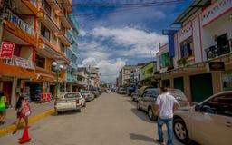 ATACAMES,厄瓜多尔- 2016年3月16日:位于厄瓜多尔的北太平洋海岸的海滩镇Steet视图它位于p 免版税图库摄影