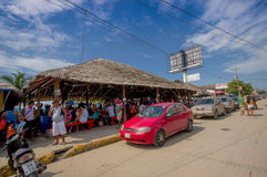 ATACAMES,厄瓜多尔- 2016年3月16日:位于厄瓜多尔的北太平洋海岸的海滩镇Steet视图找出它 免版税库存图片